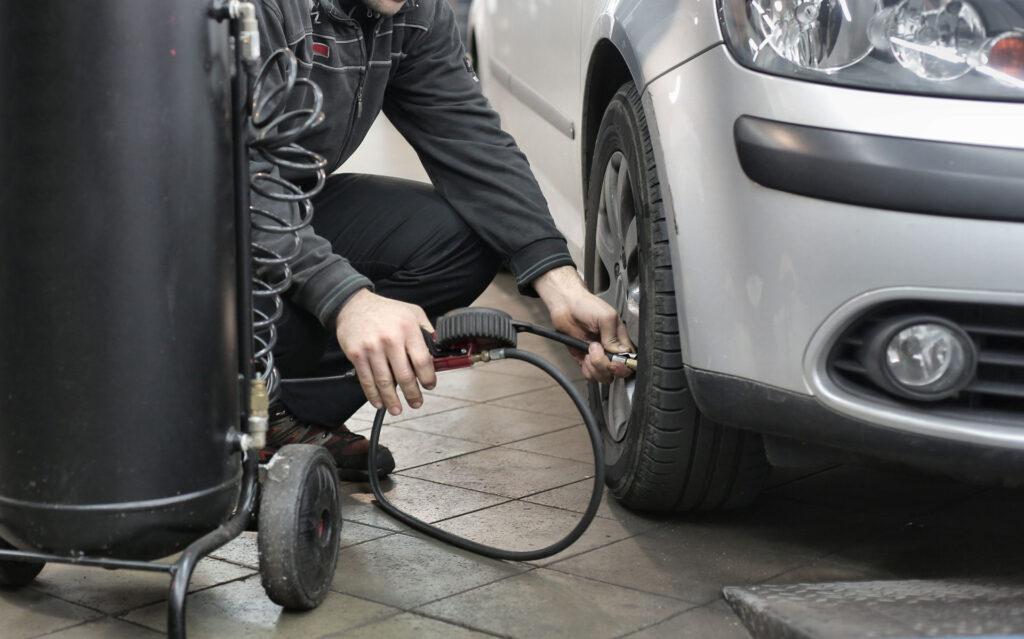 Bild bei einem Reifen-Service